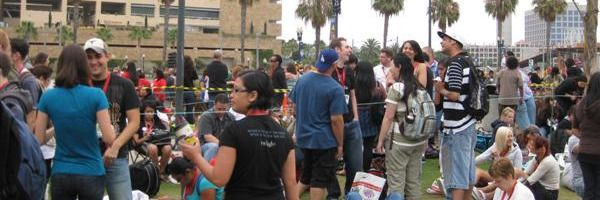 slice_comic-con_2009_line_hall_h.jpg