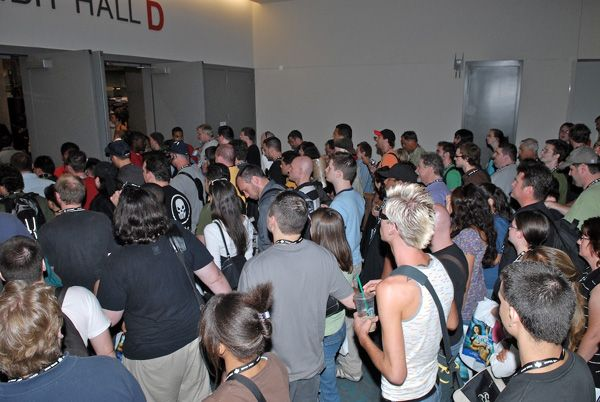 line_to_get_in_comic_con_2007__1_.jpg