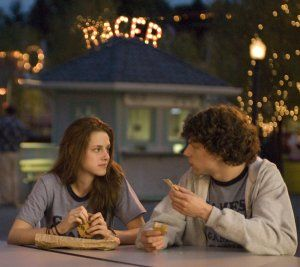 jesse_eisenberg_and_kristen_stewart_adventureland_movie_image_.jpg
