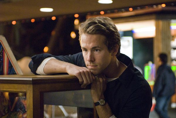 ryan_reynolds_adventureland_movie_image_.jpg