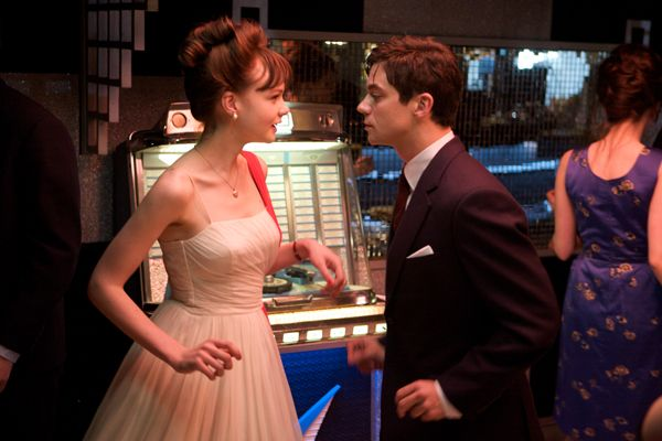 carey_mulligan_and_dominic_cooper_an_education_movie_image.jpg