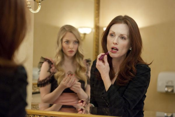 Chloe movie image Julianne Moore and Amanda Seyfried (3).jpg