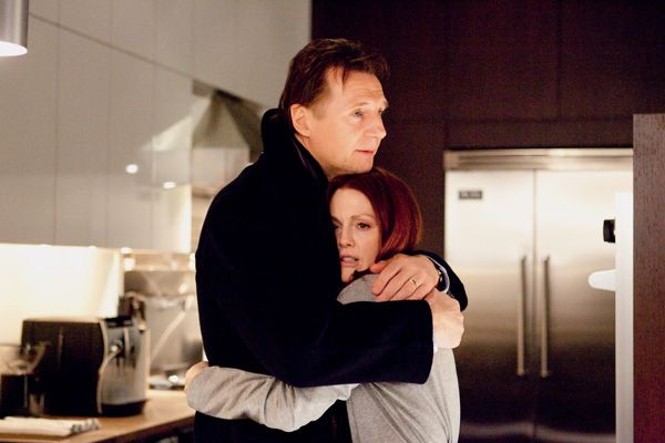 Chloe movie image Liam Neeson and  Julianne Moore (2).jpg
