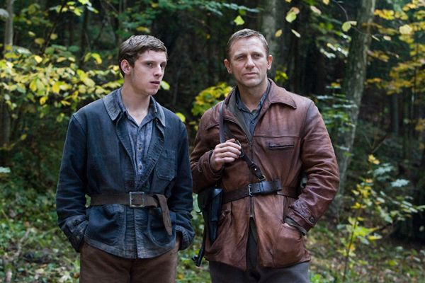 daniel_craig_and_jamie_bell_defiance_movie_image.jpg