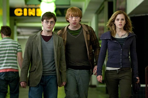 http://www.collider.com/wp-content/image-base/Movies/H/Harry_Potter_and_the_Deathly_Hallows/movie_images/Daniel%20Radcliffe,%20Rupert%20Grint,%20Emma%20Watson%20Harry%20Potter%20and%20the%20Deathly%20Hallows%20movie%20image%201.jpg