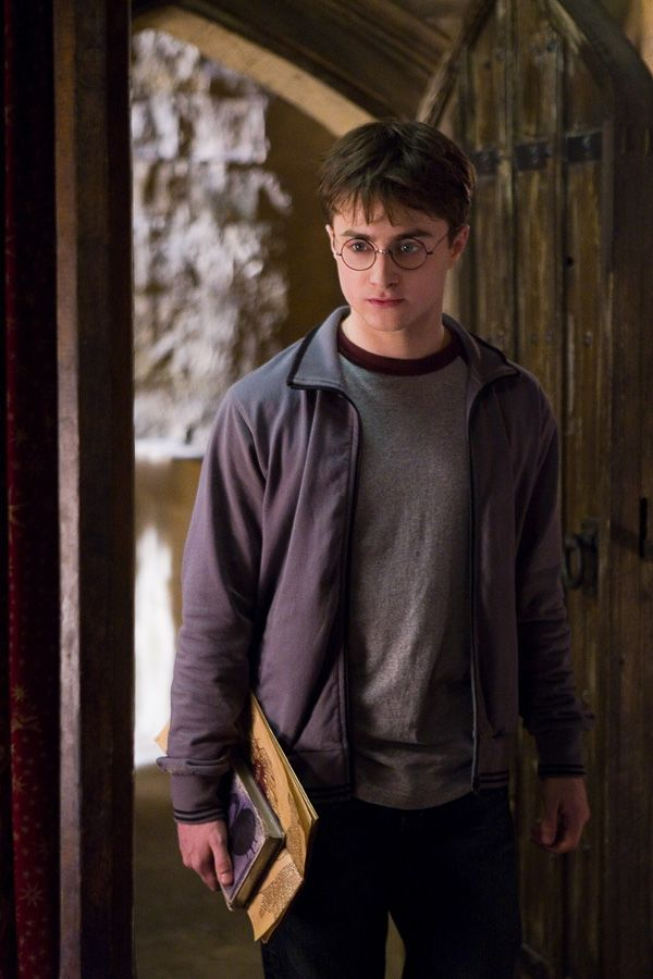 daniel_radcliffe_as_harry_potter_in_harry_potter_and_the_half_blood_prince_movie_image.jpg