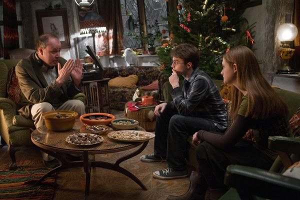 director_david_yates___daniel_radcliffe_and_bonnie_wright_as_ginny_weasley_harry_potter_and_the_half_blood_prince_movie_image_s