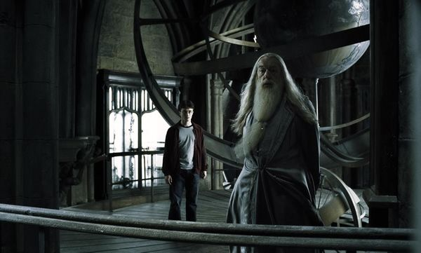 harry_potter_half-blood_prince_movie_image_dumbledore_daniel_radcliffe_michael_gambon_04.jpg