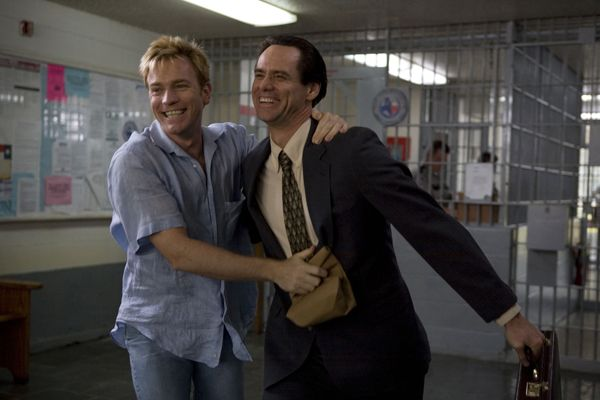 i_love_you_phillip_morris_movie_image_jim_carrey_and_ewan_mcgregor.jpg
