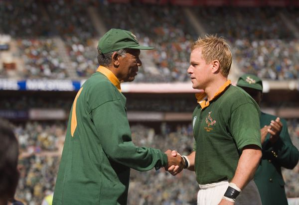 Invictus_movie_image_matt_damon_and_morgan_freeman_1.jpg