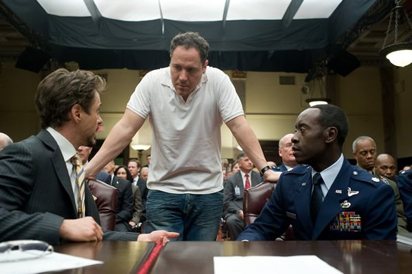 iron_man_2_set_photo_robert_downey_jr_jon_favreau_don_cheadle_01.jpg