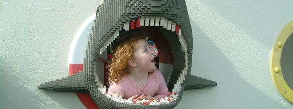 slice_lego_shark_eats_girl_01.jpg