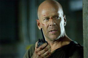 bruce_willis_as_john_mcclane_takes_aim_in_live_free_or_die_hard_movie_image__1_.jpg