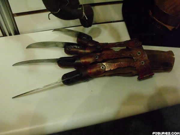 nightmare_elm_street_2010_freddy_glove.JPG
