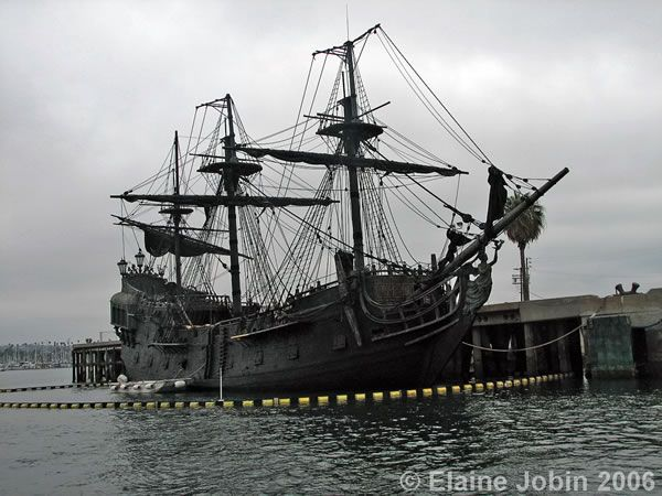 pirates_caribbean_stranger_tides_black_pearl_01.jpg