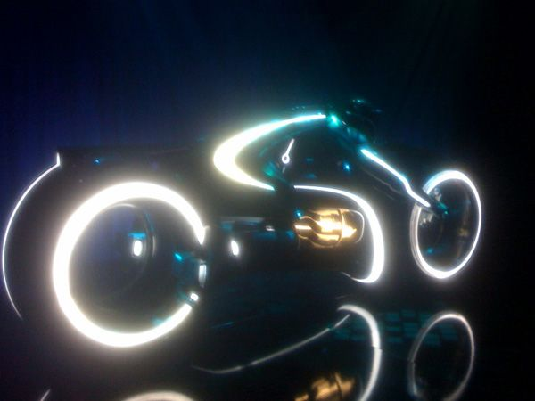 Tron Legacy Lightcycle Comic-Con viral event Flynns Arcade (1).jpg