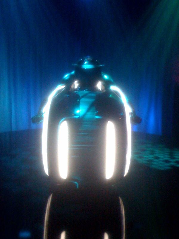 Tron Legacy Lightcycle Comic-Con viral event Flynns Arcade (3).jpg