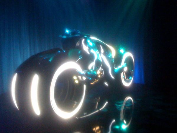 Tron Legacy Lightcycle Comic-Con viral event Flynns Arcade (4).jpg