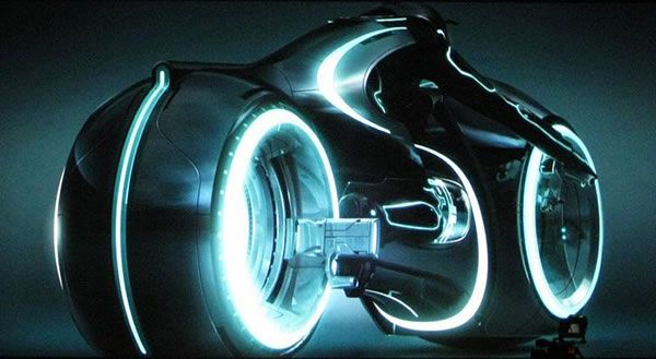 tron_legacy_image_light_cycle_01.jpg