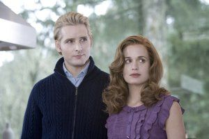 peter_facinelli_and_elizabeth_reaser_twilight_movie_image.jpg
