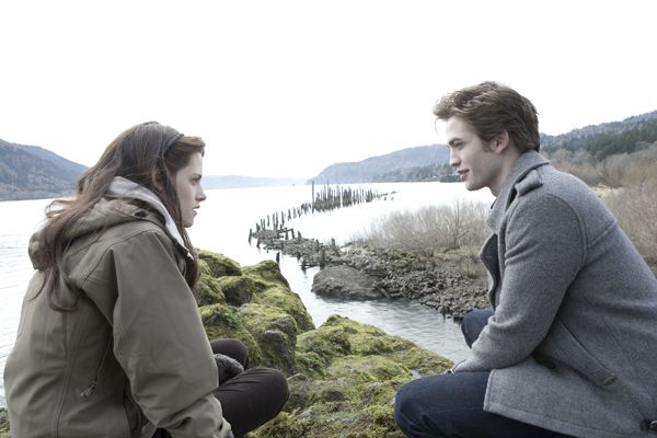 twilight_movie_image_kristen_stewart_and_robert_pattinson__1_.jpg