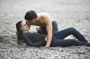 The Twilight Saga New Moon movie image Kristen Stewart, Taylor Lautner (1).jpg