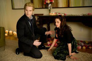 twilight_saga_new_moon_movie_image_peter_facinelli_kristen_stewart_01.jpg