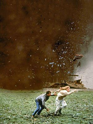 twister_movie_image_bill_paxton_helen_hunt_01.jpg