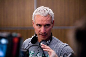 2012_set_photo_roland_emmerich_01.jpg