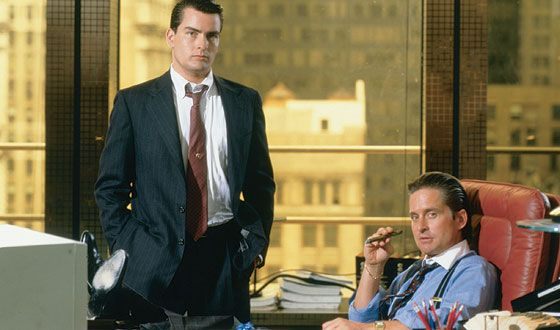 wall_street_charlie_sheen_bud_fox_michael_douglas_gordon_gekko_01.jpg