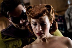 jeffrey_dean_morgan_as_the_comedian_and_carla_gugino_as_the_original_silk_spectre_watchmen_movie_image.jpg