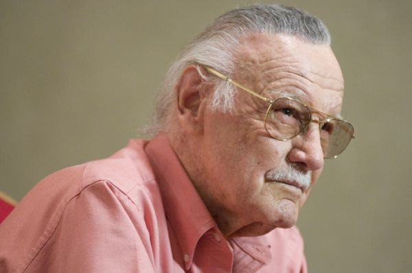 stan_lee_talking_to_journalists_-_september_2008__1_.jpg