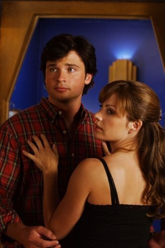 smallville_image_tom_welling_as_clark_kent_and_erica_durance.jpg