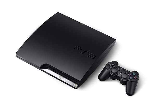 Sony PS3 slim versus original PS3 (2).jpg