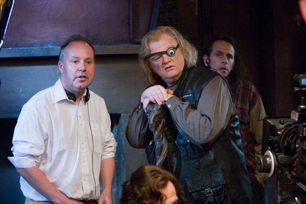 Εικόνες απο την προσεχή ταινία Director_david_yates_and_brendan_gleeson_as_alastor__mad-eye__moody_on_the_set_of_harry_potter_and_the_order_of_the_phoenix