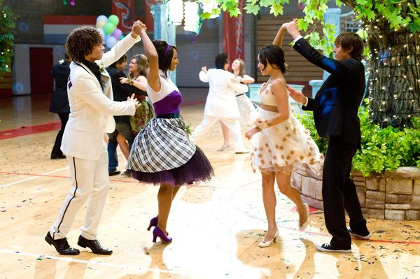 vanessa hudgens and zac efron hsm. from HIGH SCHOOL MUSICAL