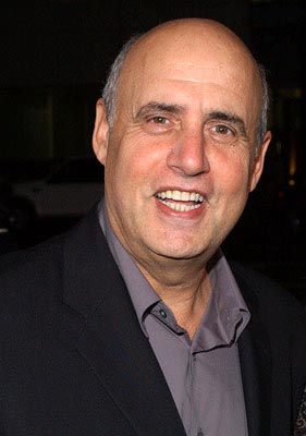 The 72-year old son of father Michael Bernard Tambor and mother Eileen Salzberg, 185 cm tall Jeffrey Tambor in 2017 photo