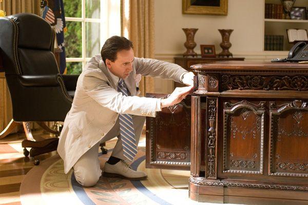 Παιχνίδι με ταινίες - Σελίδα 3 National_treasure_book_of_secrets_nicolas_cage_-_white_house