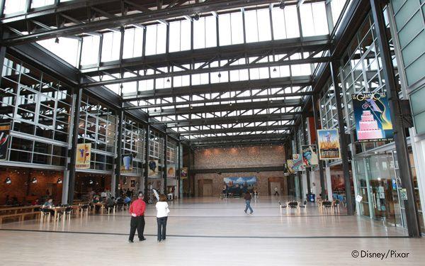 Il grande atrio dell'edifico della Pixar