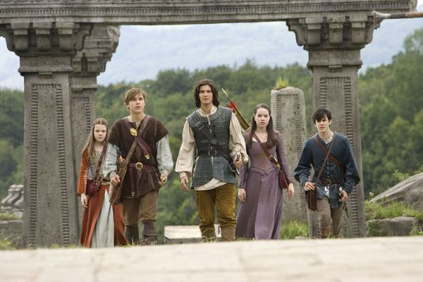 http://www.collider.com/uploads/imageGallery/Prince_Caspian/chronicles_of_narnia_prince_caspian_movie_image_georgie_henley__skandar_keynes__william_moseley__anna_popplewell__ben_barnes.jpg