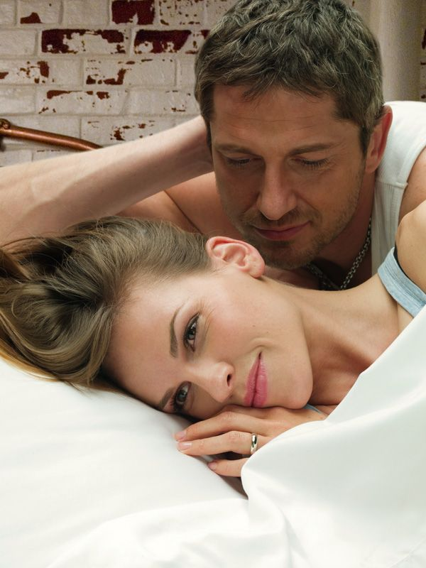 http://collider.com/uploads/imageGallery/PS_I_Love_You/p.s._i_love_you_movie_image_hilary_swank_and_gerard_butler.jpg