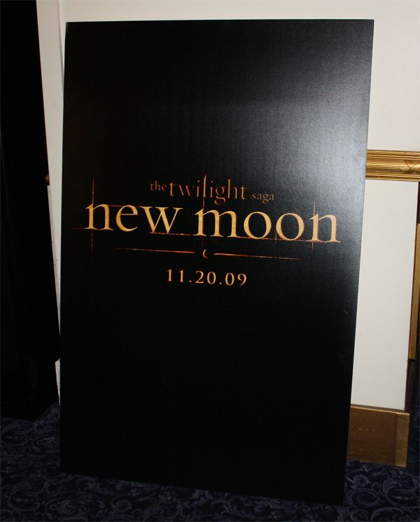 twilight_new_moon_movie_poster_showest_2009