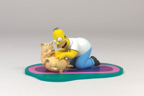 [Iron Studios] The Simpsons -  Homer vs Bart - Página 2 Whos_a_good_piggy_-_the_simpsons_movie_toy_mcfarlane