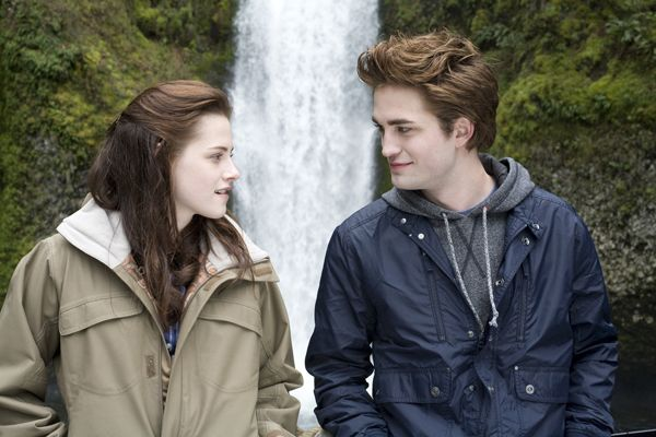http://www.collider.com/uploads/imageGallery/Twilight/kristen_stewart_as_bella_swan_and_robert_pattinson_as_edward_-_twilight_movie_image_.jpg