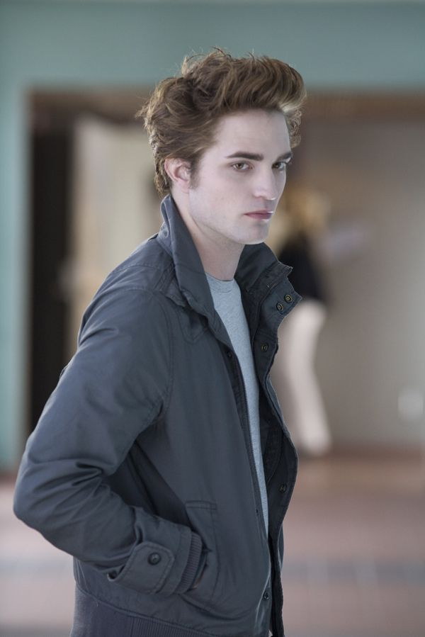 http://collider.com/uploads/imageGallery/Twilight/robert_pattinson_as_edward_-_twilight_movie_image.jpg