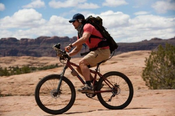 127_hours_movie_image_james_franco_bike_01