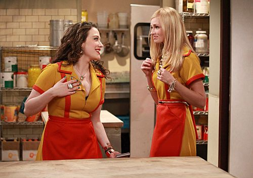 2-broke-girls-tv-show-image-kat-dennings-beth-berhs-01