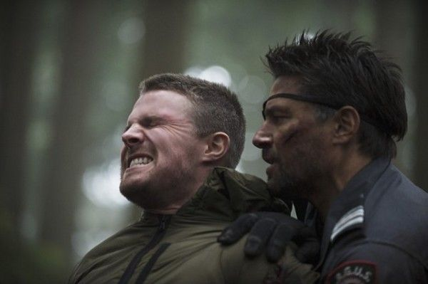 arrow-image-stephen-amell-manu-bennett
