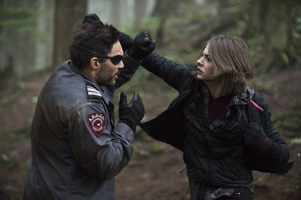 arrow-image-the-return-manu-bennett-willa-holland