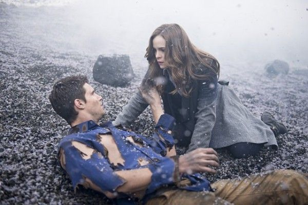 flash-image-fallout-robbie-amell-danielle-panabaker